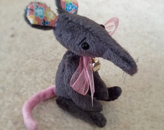 Miniature artist rat