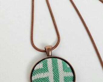 Pendant - Tekhni - Meandros Esmeralda - Wrap Scrap - Labyrinth - Maze - Green - White