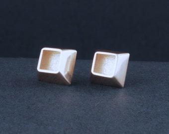 ambiguous cube studs