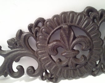 Scroll work wall decor