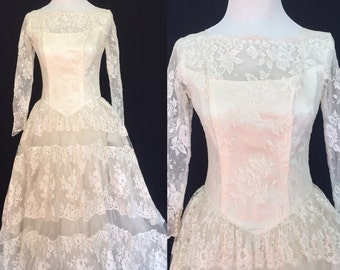 1950's Scalloped Lace Ballgown Wedding Dress- Small
