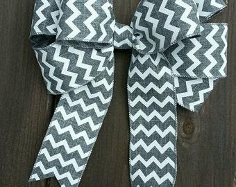 """9"""" gray and white chevron wreath bow."""
