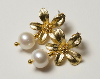 Gold Flower Pearl Earrings. Swarovski Pearl Earrings. Gold Pearl Earrings.