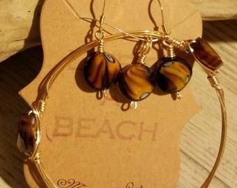 A brown glass bead set