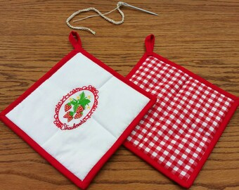 Pot Holders ~ Machine Embroidered and Quilted Set of 2 Cameo Strawberries ~ Housewarming Gift or Wedding Gift or Shower Gift