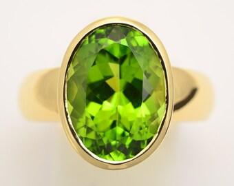 Ring • • gold Peridot