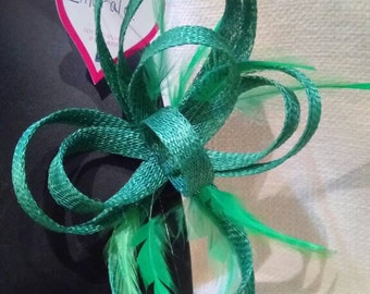 Bow Fascinator with feathers. Emerald Green colour.