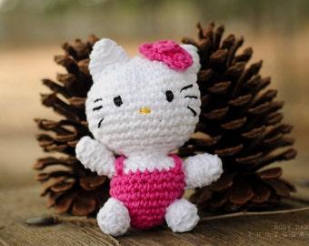 Pink Hello Kitty amigurumi