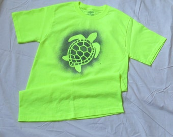 Spatter painted sea turtle t-shirt