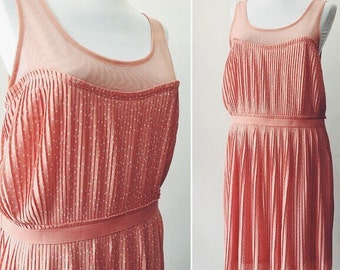 Pleated elastic dress / Peach color dress  / polka dot pattern dress / size M-L /