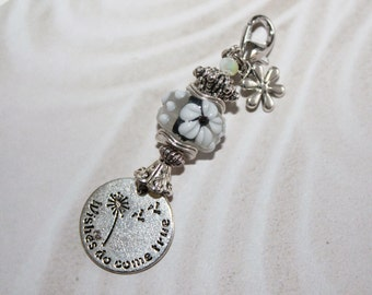 Pendants, alternating with flower pendant