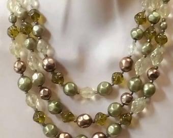 Vintage art deco green glass bead necklace collar