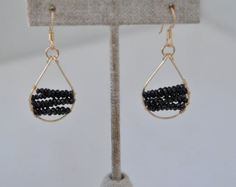 Wrapped gold teardrop earrings - Black Spinel