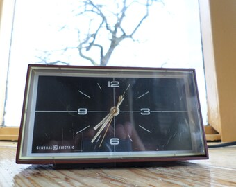 Vintage General Electric alarm clock wecker wekker réveil, early 1970s made in the USA