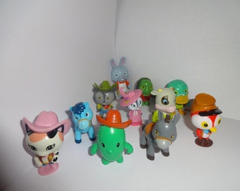 Mister A Gift SHERIFF CALLIE cake toppers 12 plastic figures