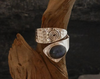 Ring silver 925, hammered ring with labradorit