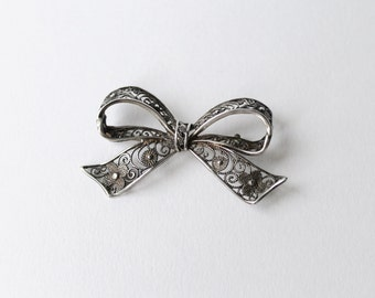 Vintage, antique 935 silver spun, filigree bow brooch early 20th century.