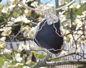 "Mélanie ""dark or black"", Sea Glass Pendant"