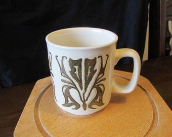 Ceramic coffee mug WP made in England vintage 70s retro pottery Art Nouveau design.