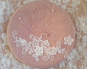 Wool beret with lovely lace and pearl