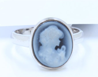 Dignity 14K White Gold Cameo Ring