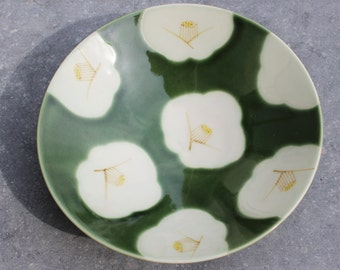 Cup Camellia Japonica Green Khaki
