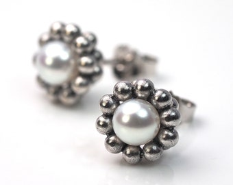 Earrings with pearls - 750 white gold
