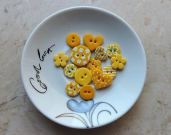 14 yellow craft buttons , ideal for handmade works such as scrapbooking