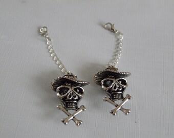 skull and crossbone charm