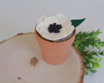 Felt flower terra cotta pot | Cream anemone