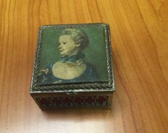 Vintage Jewlry box Silk Design
