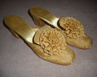 Daniel Green Slippers- Size 5-6