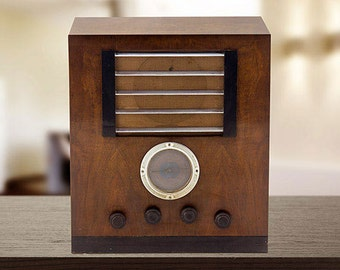 """Old radio """"The voice of his master""""."""