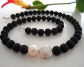 Collar de lava con Perla y plata espiral