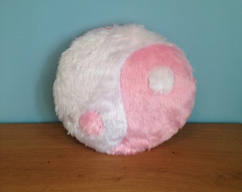 Pillow karma ying yang