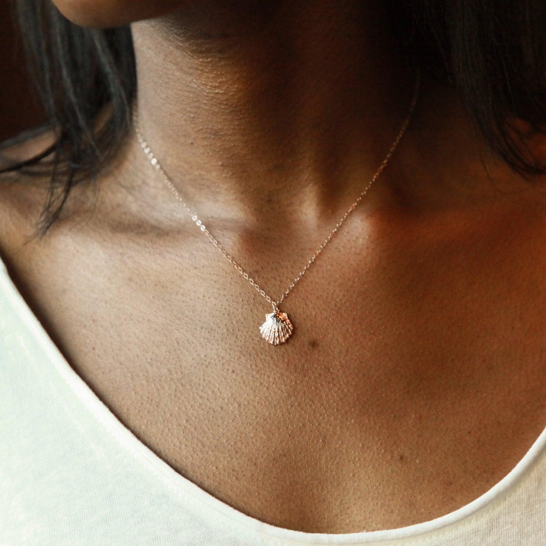 Luxury small circle pendant necklace jewellrys website shell necklace shell jewelry seashell necklace hawaiian aloadofball Gallery