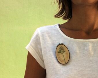 Mediterranean pine brooch