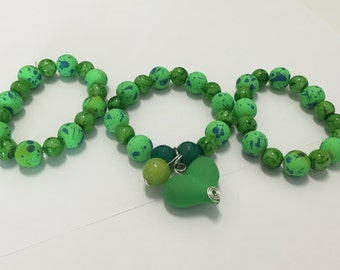 Pulseras-brazaletes trio, green with heart pendant.