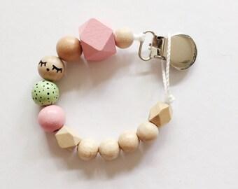 Sleepy eyes > hand-painted Tutana with geometric wooden beads - pink, green