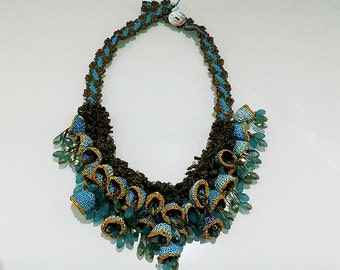 Turkisj Oya Lace Necklace with Natural Stones and Pearl Button