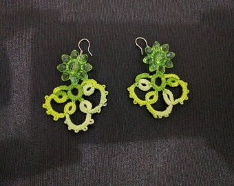 Style 1 earring with flower