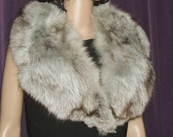 Beautiful gray Fox collar, in perfect condition. Fabulous gray fluffy fox fur collar.