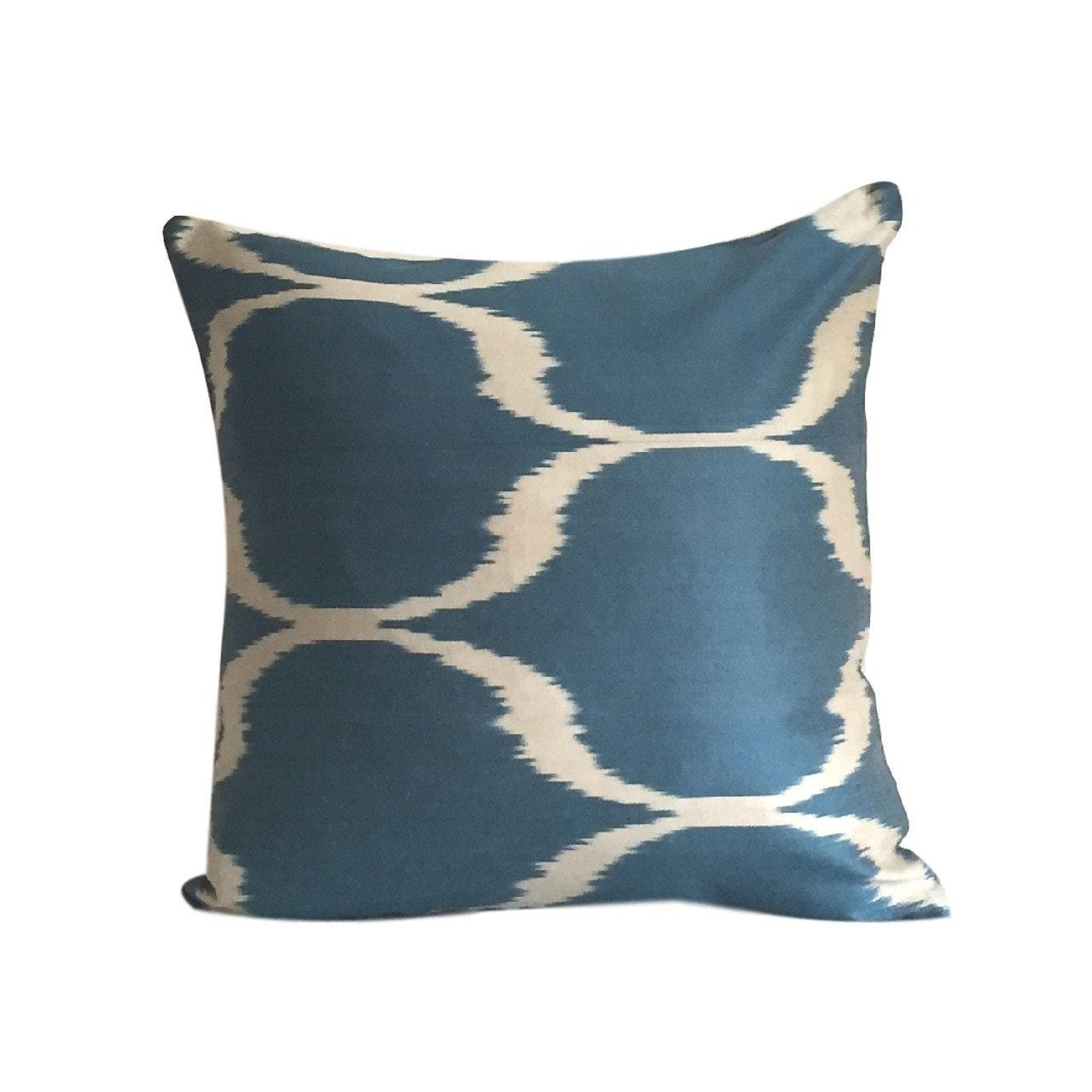 blaue ikat kissen kissenbezug 45 x 45 cm. Black Bedroom Furniture Sets. Home Design Ideas