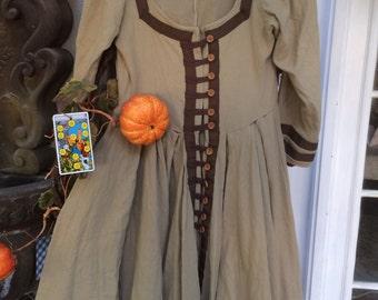 Renaissance inspired vintage hand made dress! So flattering abd pretty!