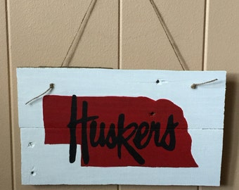 Huskers sign