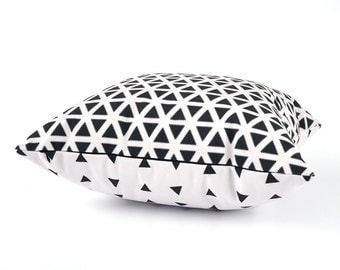 Black and White Pillow Cover, Black White Pillow Cover, Geometric Throw Pillow. Black and White Throw Pillow, White and Black Pillow Cover
