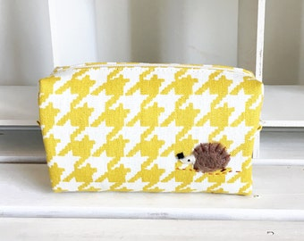 Mini box pouch - yellow dogtooth print with a hedgehog applique