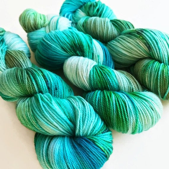 chloro / hand dyed yarn / superwash merino wool sock yarn/ twist sock fingering yarn/ green blue turquoise white yarn / speckle yarn