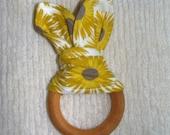Yellow daisy teething ring