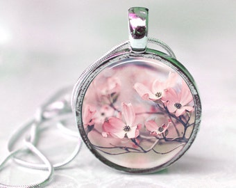 Resin Jewelry, Gift for Her, Resin Pendant, Botanical Jewelry, Resin Necklace, Flower Necklace, Key Chain, Nature Lover Gift, Gift for Mom